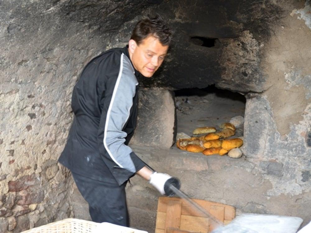 Frisches Brot aus unserem Steinbackofen...
