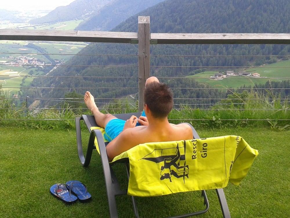 Relaxen nach dem Reschenseelauf