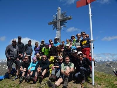 Escursione dalla malga Stumpf al Riepenspitz e dopo al lago nero