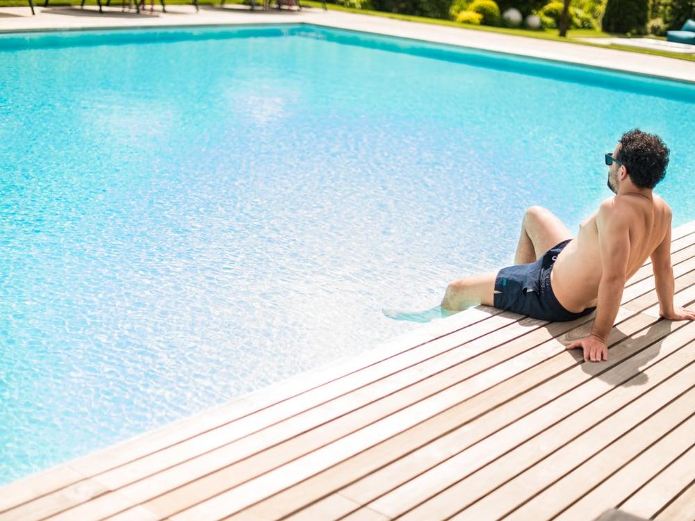 Sun, pool, doing nothing