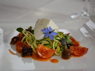 Zucchinispaghetti mit Südtiroler Mozzarella