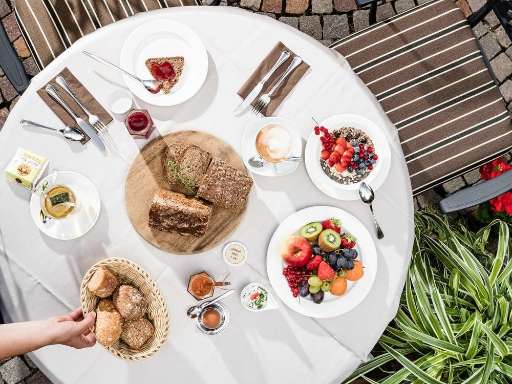 Frühstücken im Innenhof