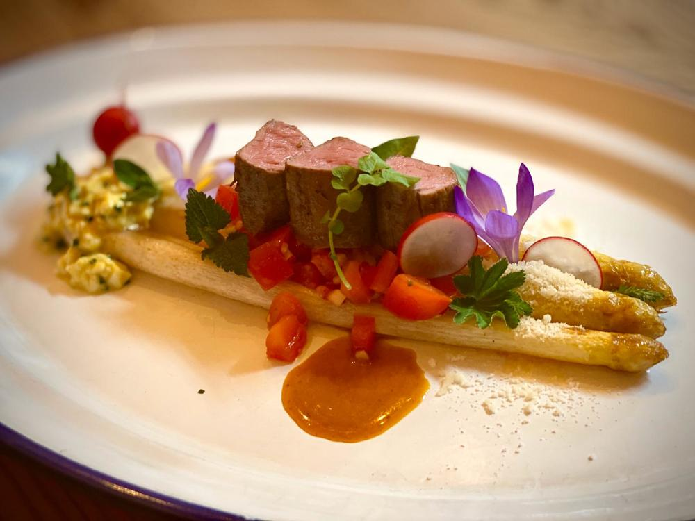 White asparagus with lamb fillet