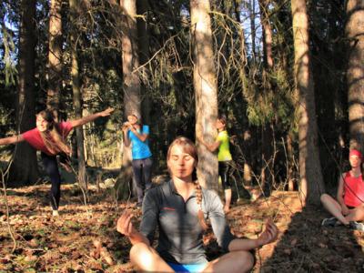 Den Wald spüren - Kathi macht´s vor!