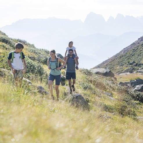 Mindestens drei Angebote zu naturnahen Sportarten und Outdooraktivitäten.