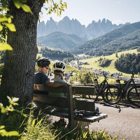 Infoecke für Biker mit Fachzeitschriften und Tourenkarten