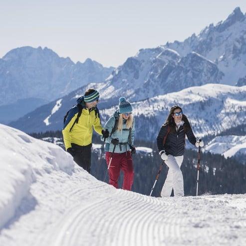 Mindestens drei geführte und begleitete Schneeschuhwanderungen pro Woche.
