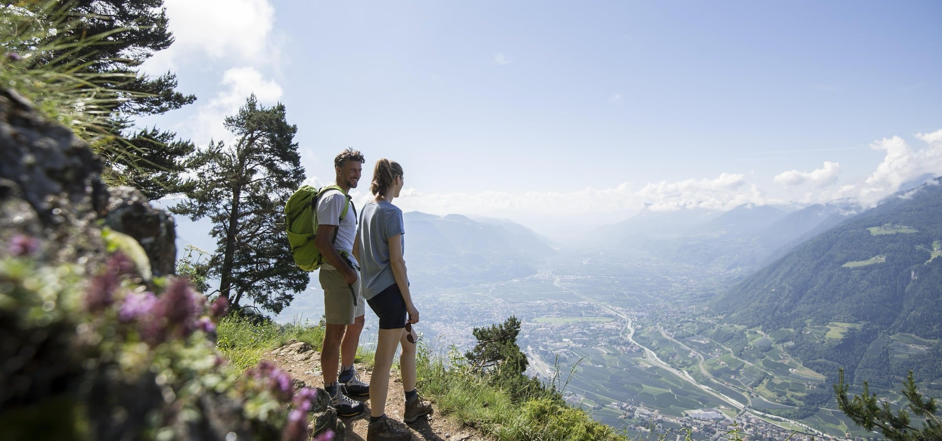 HIKING HAPPINESS: ON YOUR WAY TO FREEDOM