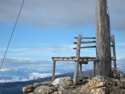 Sonnenaufgang mit Bergfrühstück und Gipfelkreuz