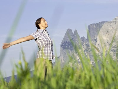 Gelassenheit und Kreativität einatmen: Auf in die Berge, mit den neuen Atemtechniken der Vitalpina Wanderführer