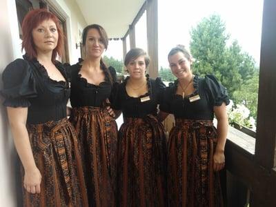 Neue Outfits für den Service im Naturhotel Pfösl
