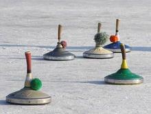 Eislaufen und Eisstockschießen