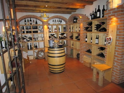 Alles ist bereit für die Weinverkostung
